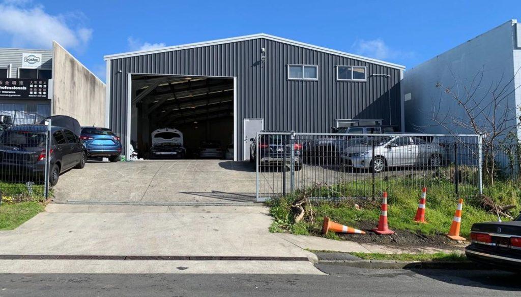 Police raided a car warehouse on Bentinck St, New Lynn. Photo credit: Newshub.