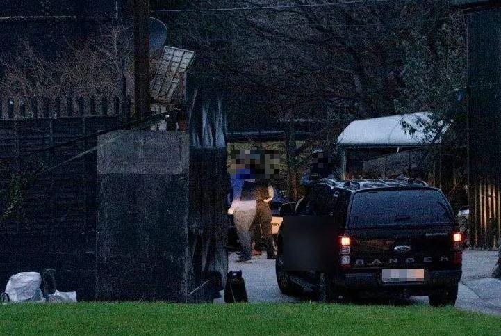 16 gardai from the ERU raided the property